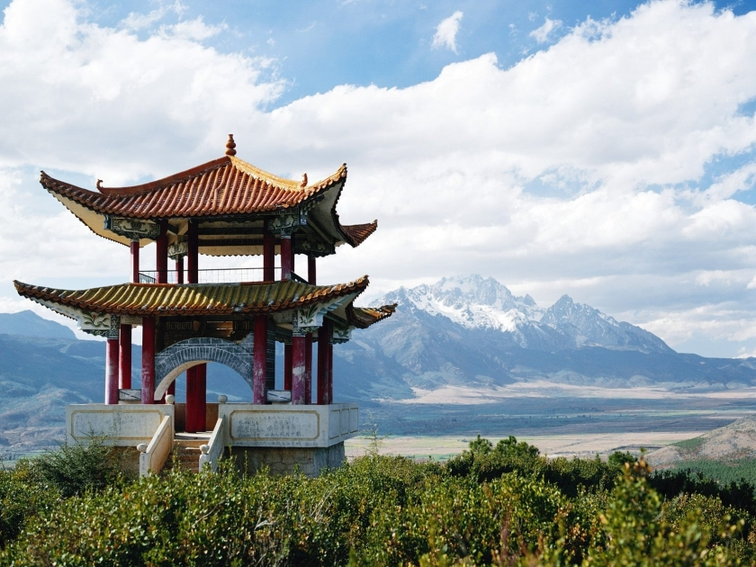 ancient-traditionl-chinese-architecture-ancient-building-at-china-with-mountains-landscape-view