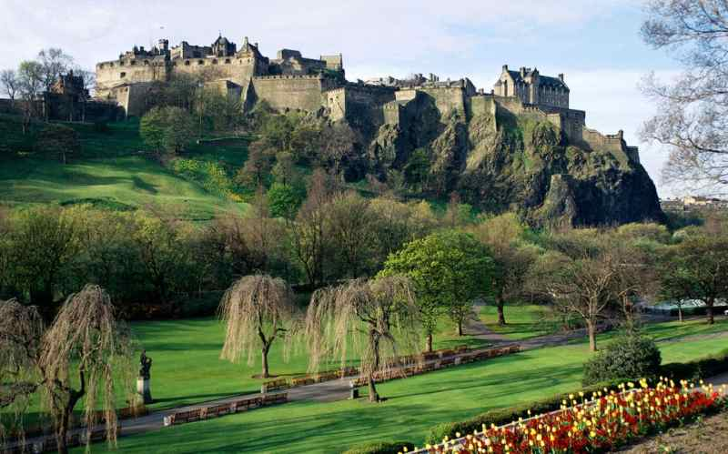cross-country-trains-romantic-destinations-edinburgh-xlarge
